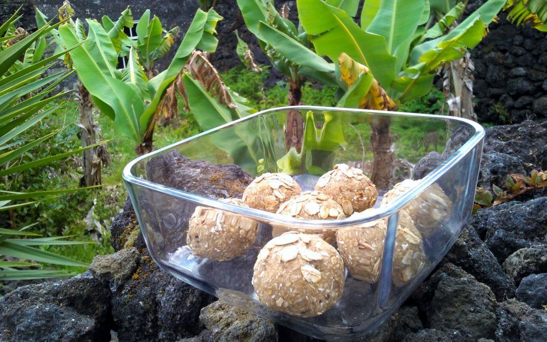 Oatmeal, Banana and Honey Energy Balls (Raw!)